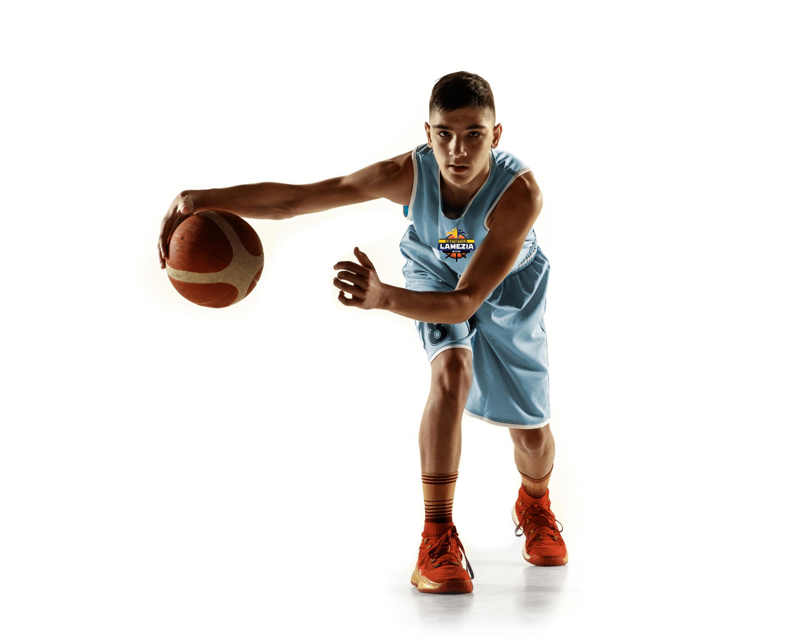 https://www.cestisticalamezia2018.it/wp-content/uploads/2021/09/basket-playerTavola-disegno-1-1-scaled.jpg